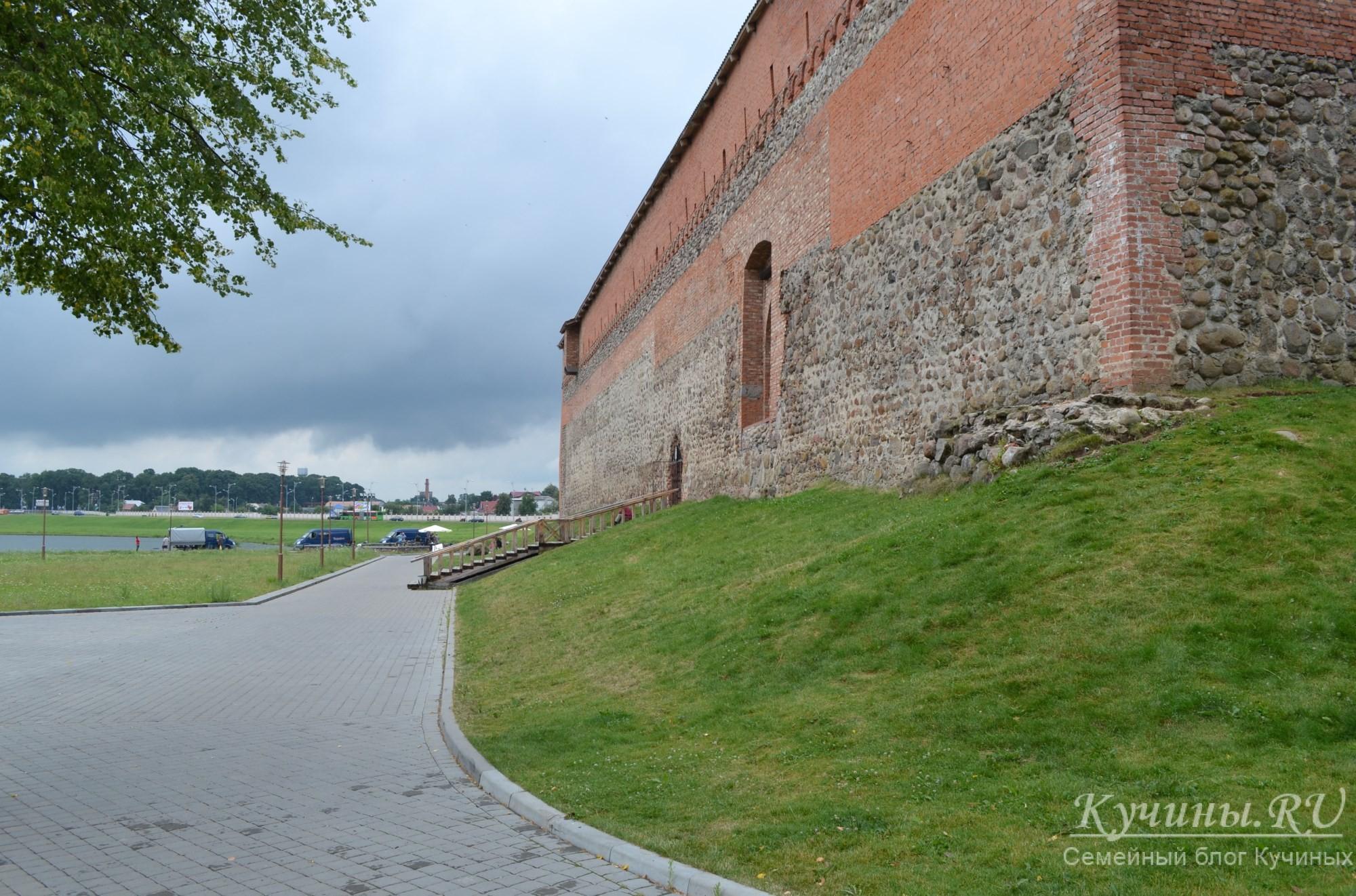 Восточная стена