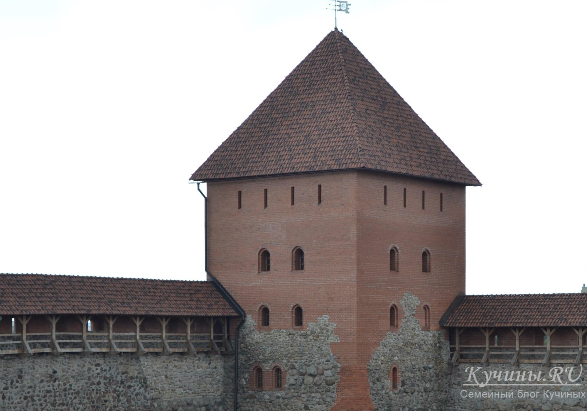 Вид со стены от северо-восточной башни на юго-западную