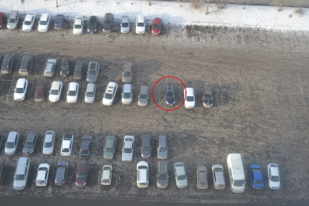 Наш Форд на стоянке с высоты 73 метра кажется игрушечным.